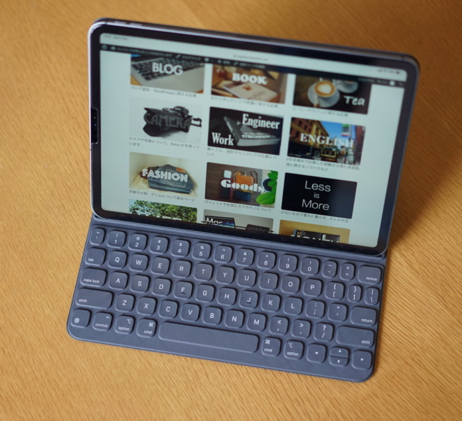 iPad pro 11 inch on with keyboard