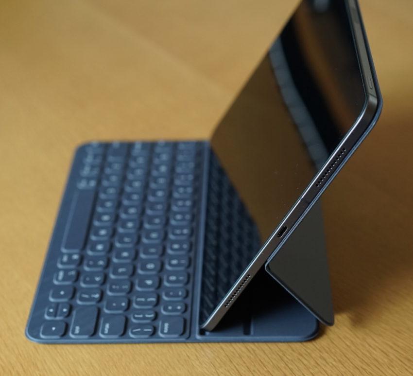 smart keyboard iPad pro セットした状態 深め