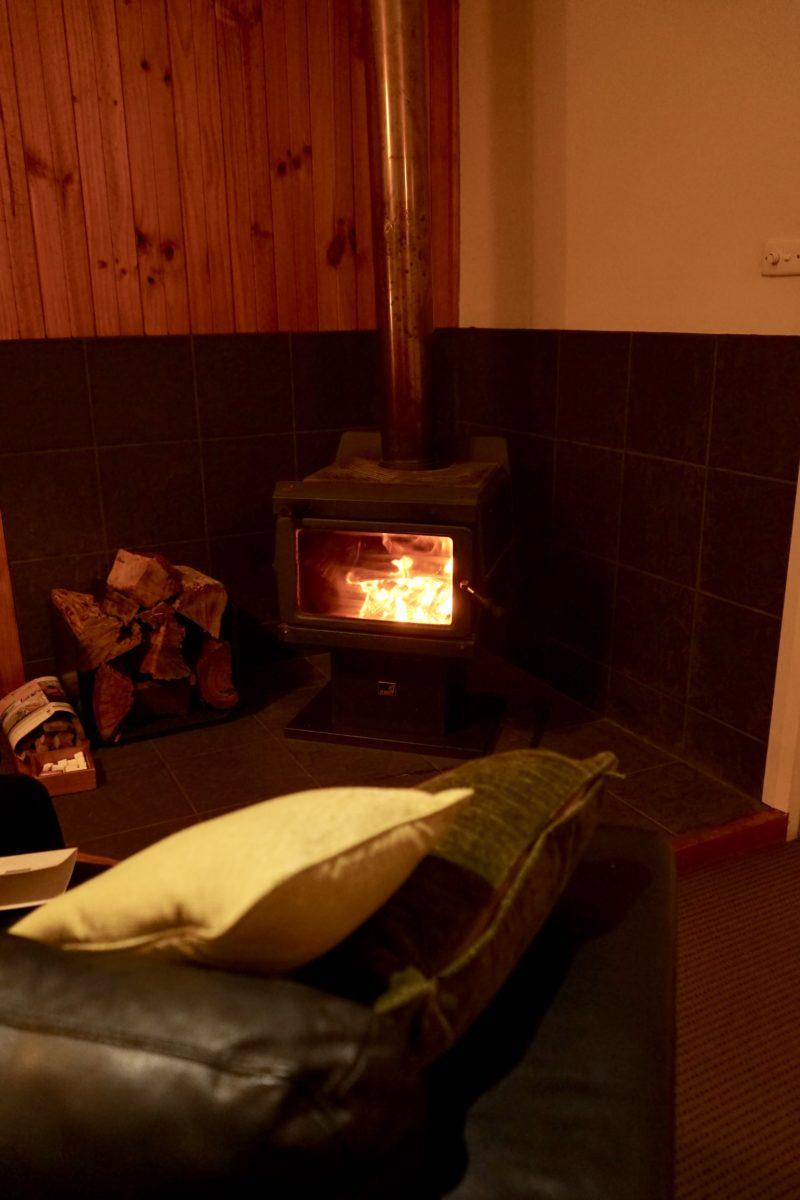 クレイドルマウンテンロッジの暖炉