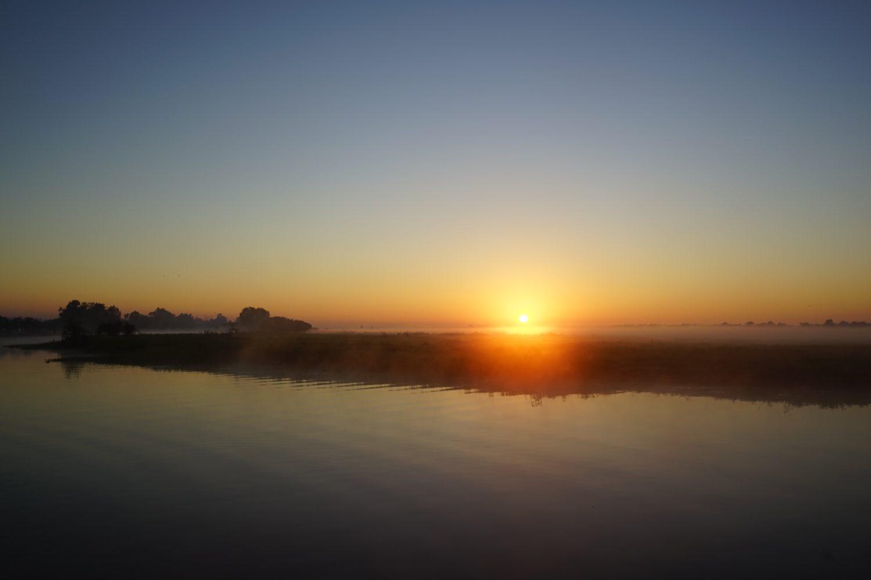日の出 イエローウォータークルーズ カカドゥ国立公園 早朝