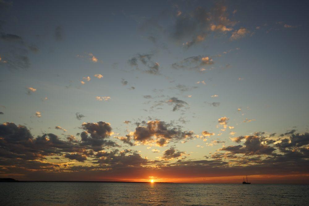 ミンディルビーチでのサンセット ダーウィン