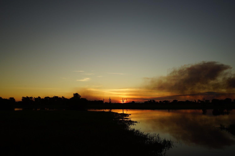 夕日が沈んだ後のイエローウォーター