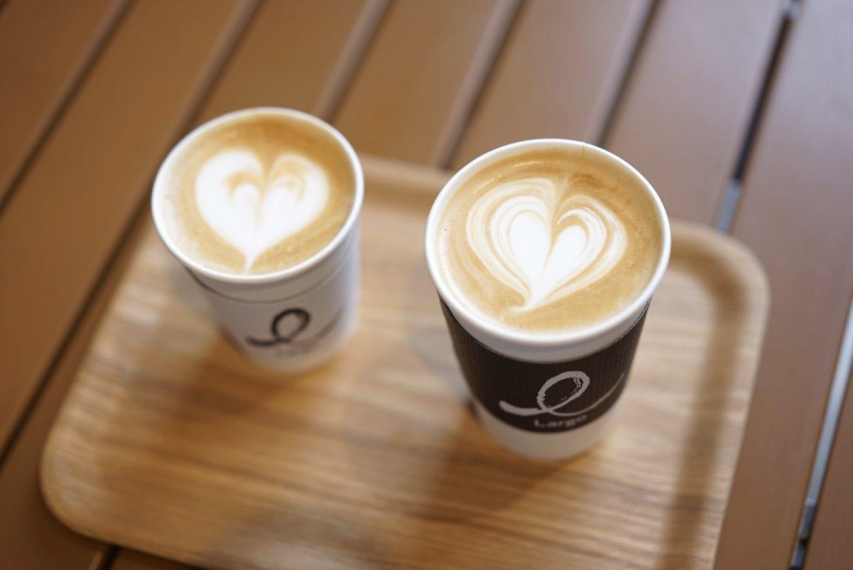 Largo Cafe &Bar Lounge UCC ラテ フラットホワイト