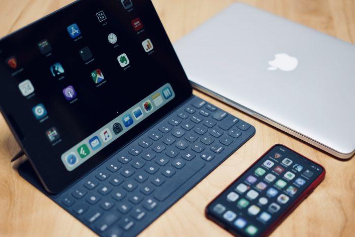MacBook iPhone X iPad Pro