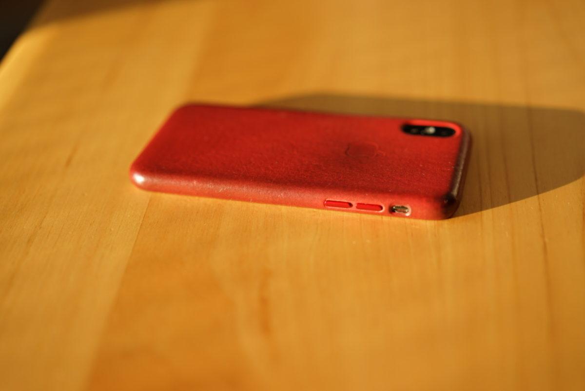 日の光とIPhone x レッドレザーケース