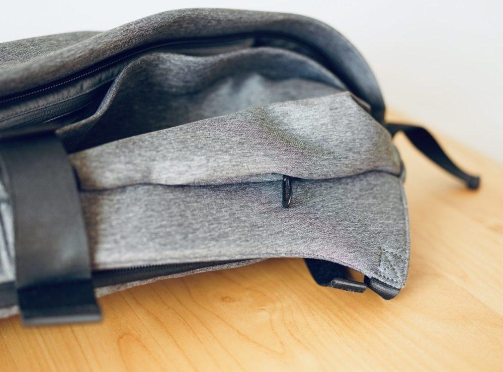 外側の小さなポケット iPhone が入る程度 isar Cote&Ciel