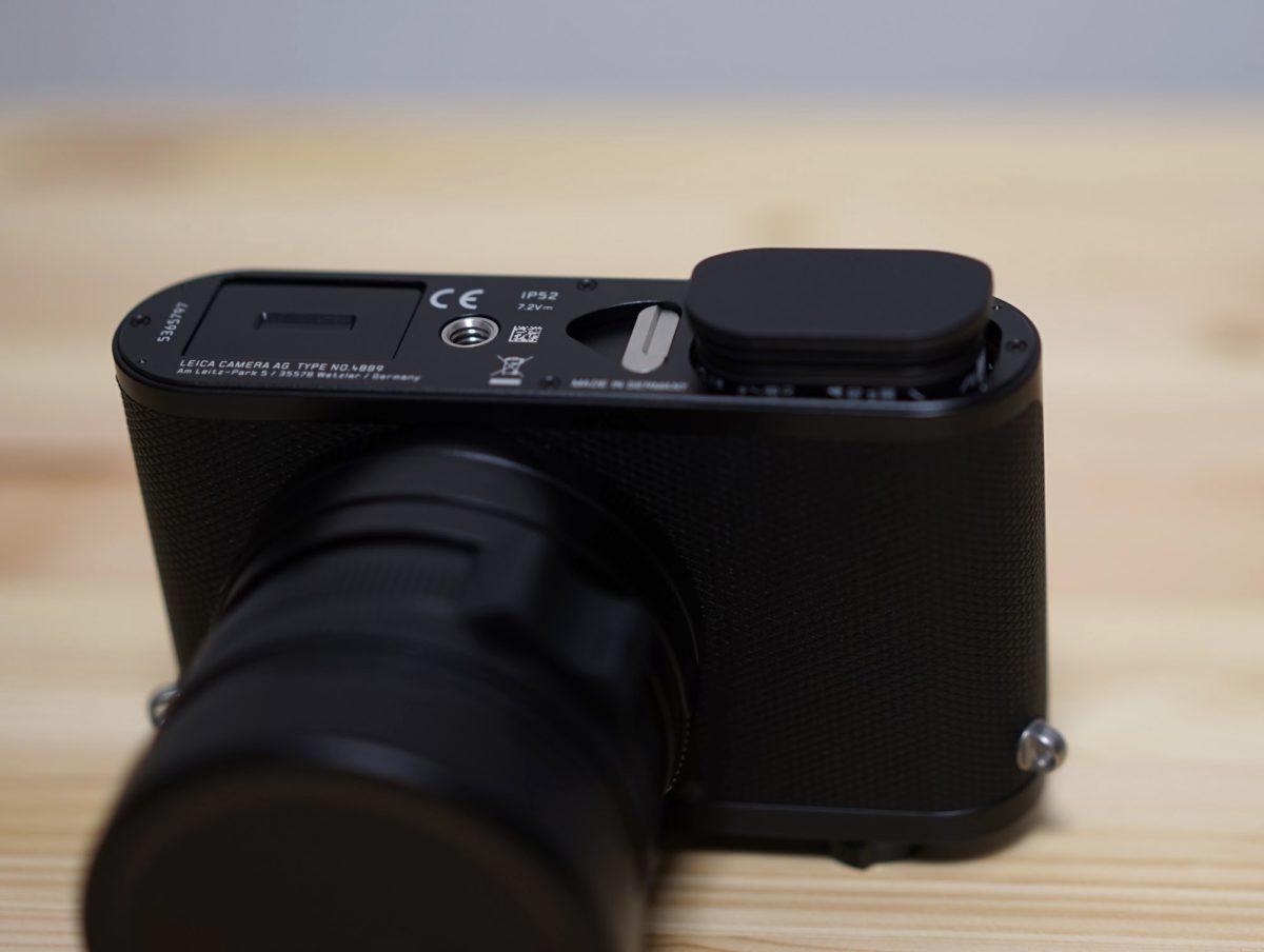 バッテリー取り出し状況 Leica q2