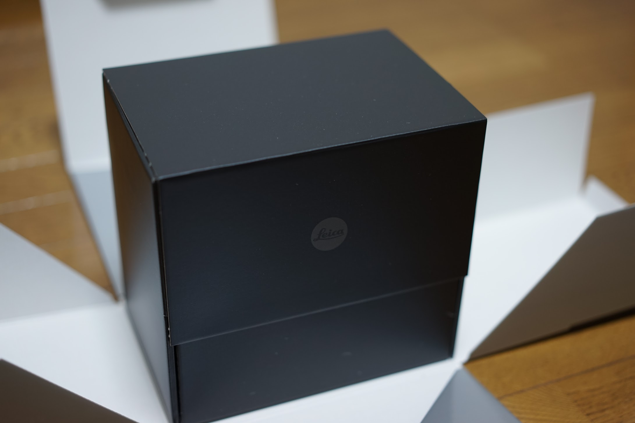 ライカ Q2 箱