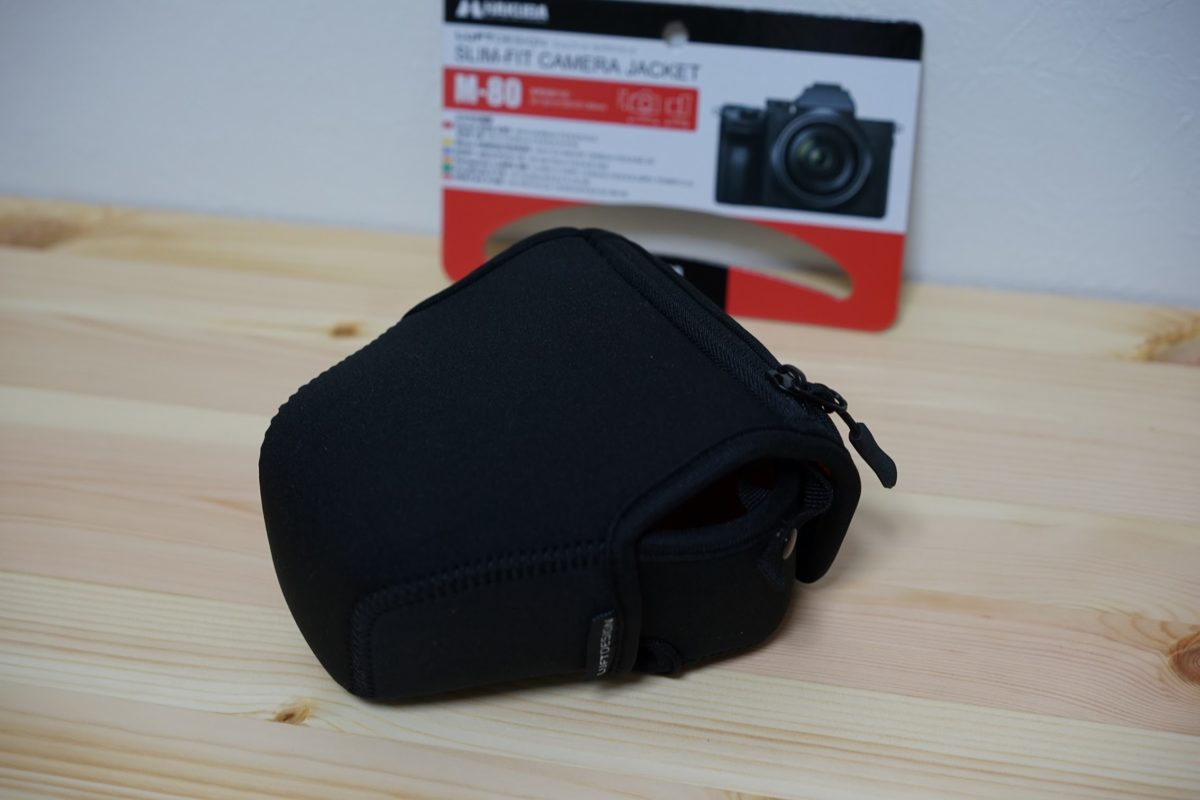 M-80 HAKUBA slim jacket camera