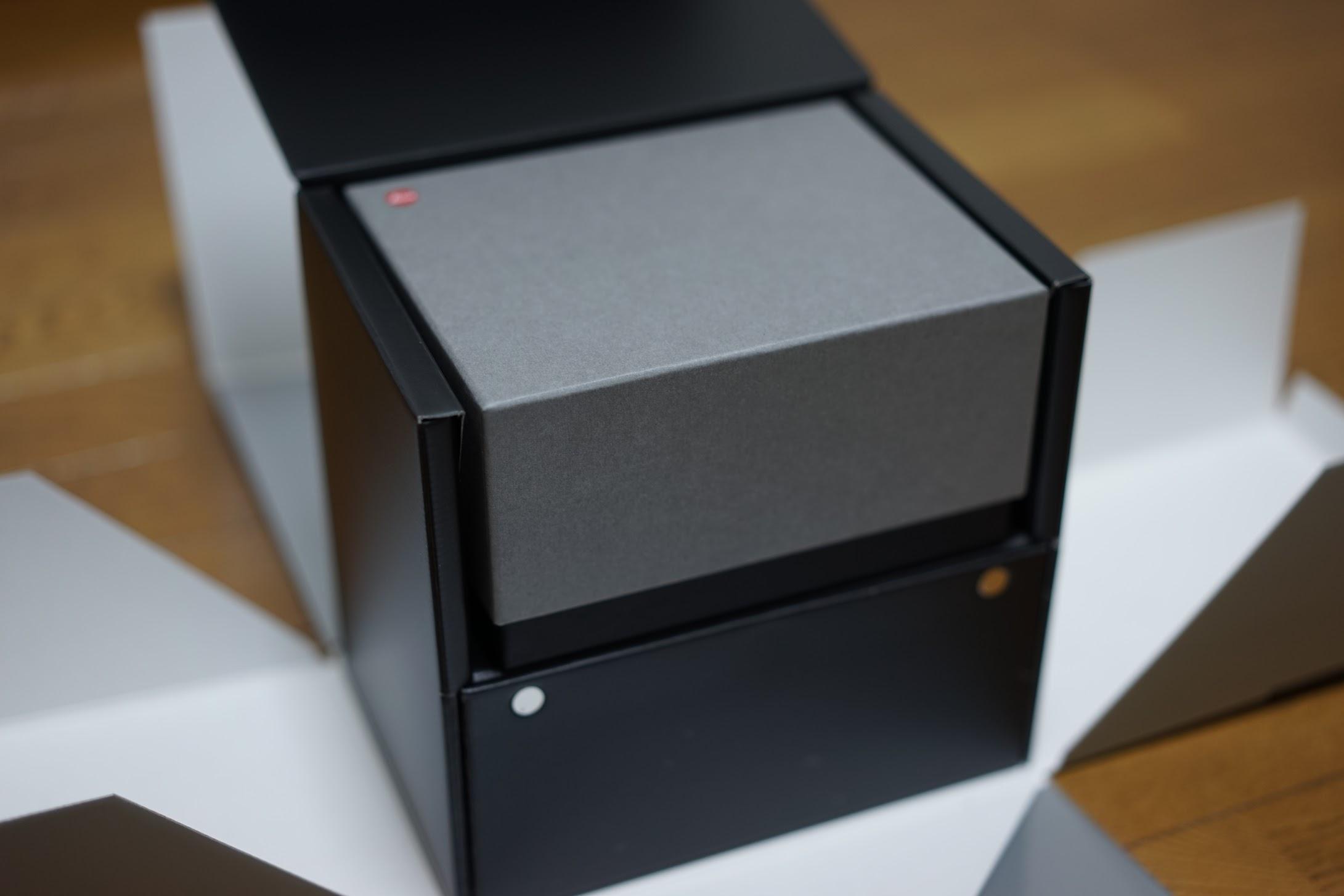 ライカ 箱を開けて箱を開けて Q2