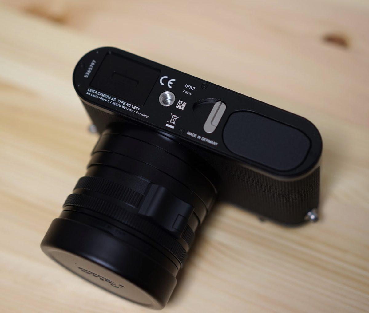 Leica-Q2-bottom-view