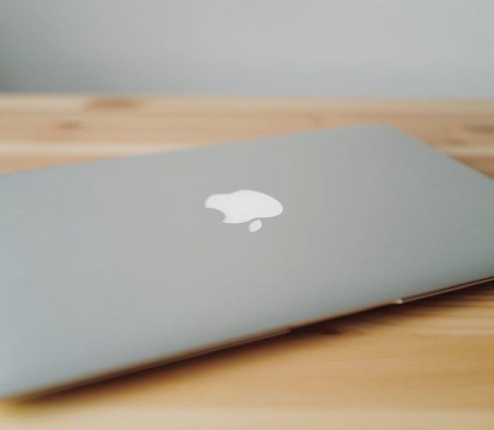 MacBook Air mid 2011 apple logo