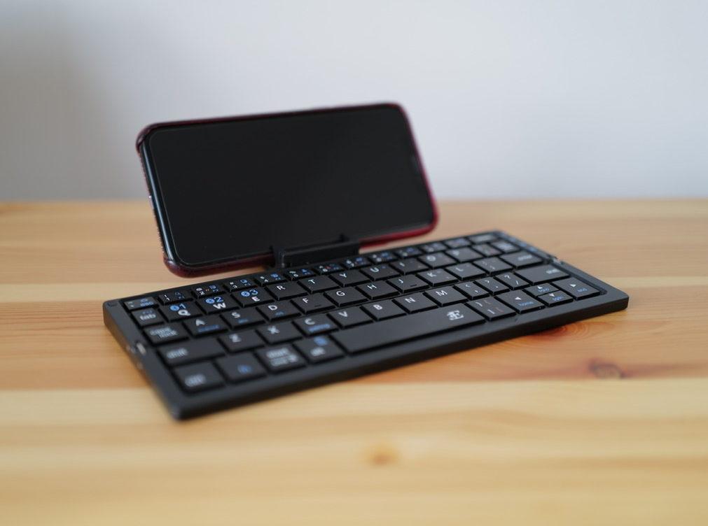 Plier プリエ 折りたたみキーボードとiPhone X
