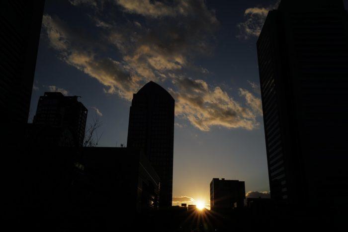 ライカQ2 夕日 みなとみらい ビル群
