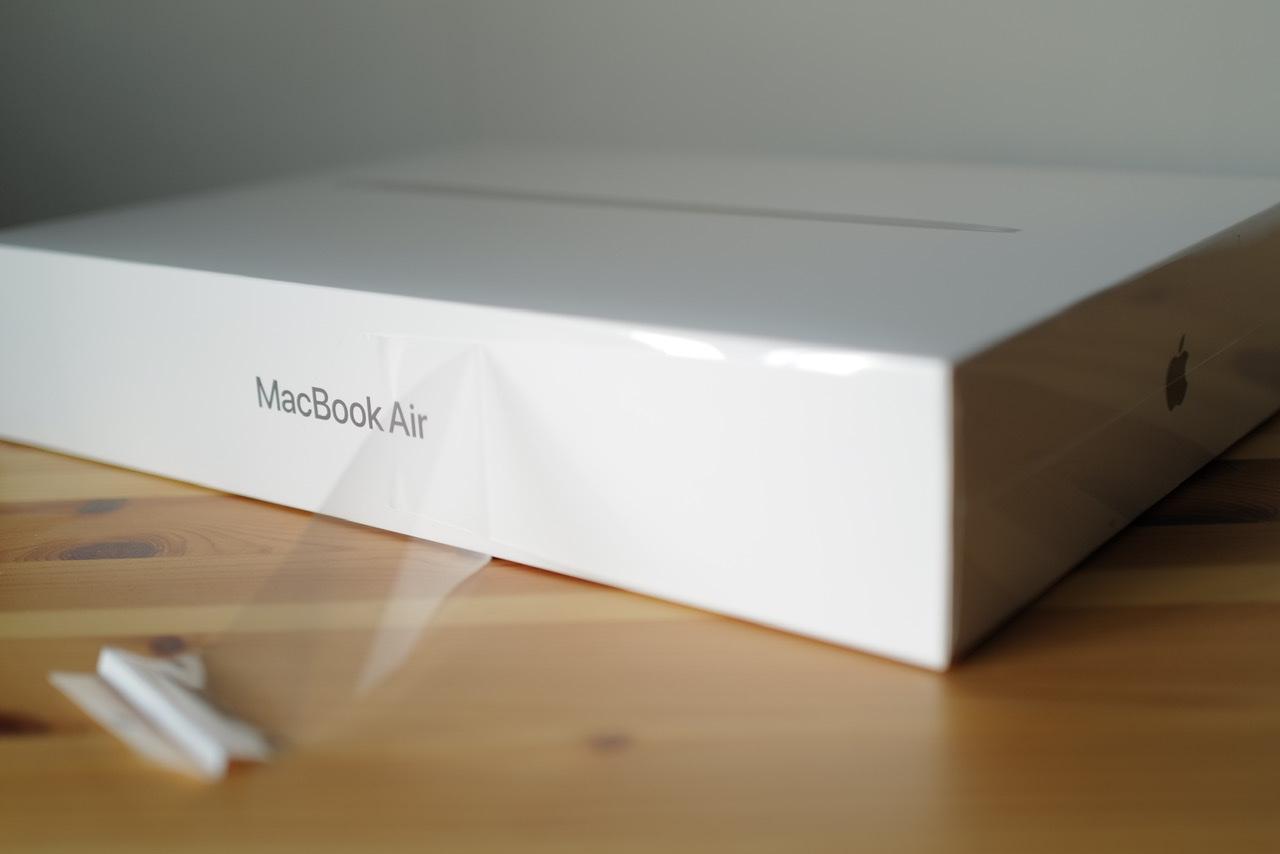 M1 MacBook Air 箱 ペリペリ