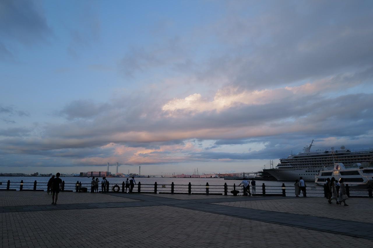 みなとみらい 海と雲
