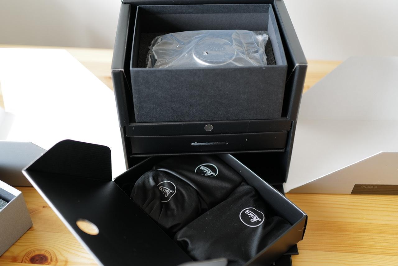 Leica M10-R black paint 箱開封続き